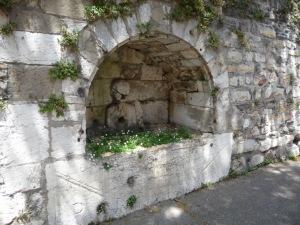 tombeau fontaine